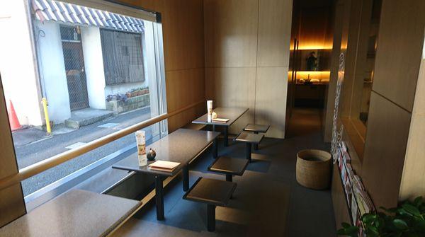 本店だけのカフェスペースで休憩できます。