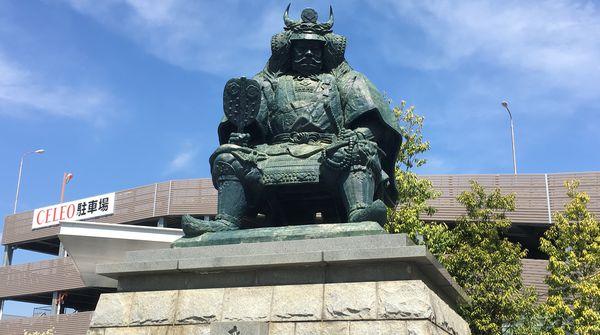 甲府盆地を見渡す展望台から、長禅寺、舞鶴城、そして信玄公像へ