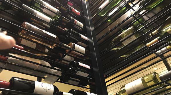 ディナータイムは是非ワインを!