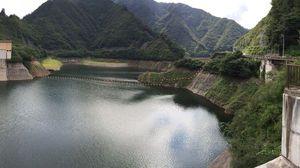 ダム湖も綺麗
