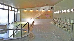 天然温泉『桜花泉』やテニスコートもあり!