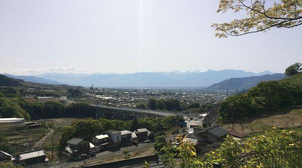甲府盆地を一望できる景色