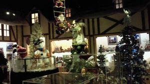クリスマスの世界へと誘う内装