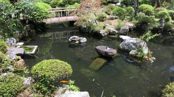 歴史と静寂さが感じられる素敵な庭園