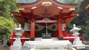 山の中でひっそり佇む神社
