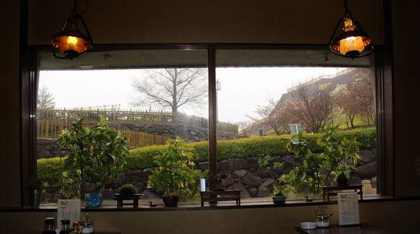 窓×景色×思いふける