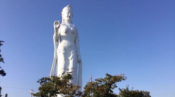 韮崎のシンボル・平和観音です
