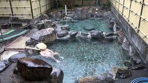 天然硫黄泉大露天風呂と内風呂